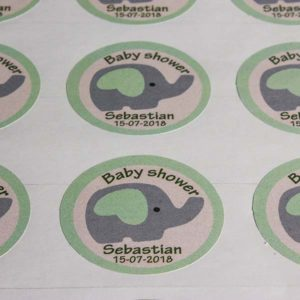 Stickers en papel adhesivo troquelado